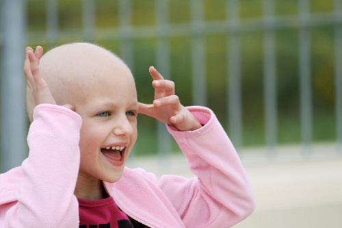 bambina-affetta-da-cancro