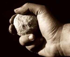scagli-la-prima-pietra-300x244