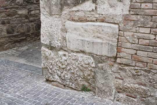 pietra-scartata